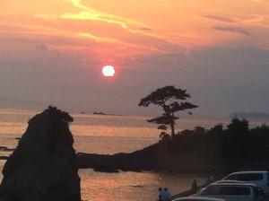 レストランDON 秋谷店 — 立石に沈む黄金の夕陽を臨む絶景ディナーが最高だった!!