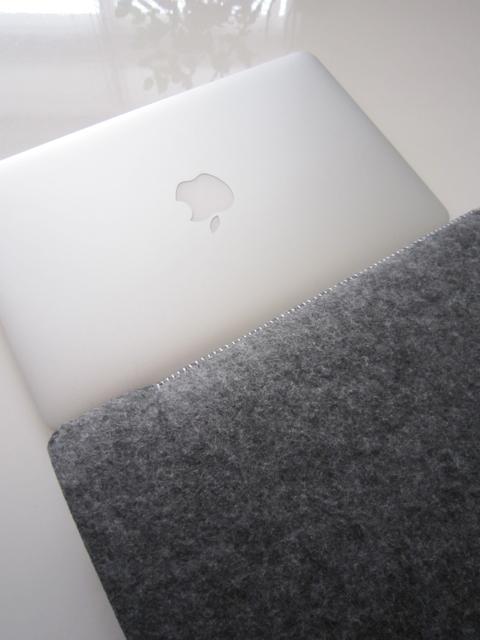 アビさんの新作フェルトケース♬  MacBook Air用とiPad用、そして…。