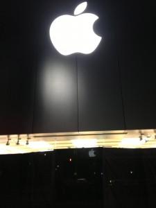 iPhone 5 購入のためAppleストア銀座に徹夜で並んでいます!