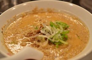 麻布十番 万豚記(ワンツーチ)— 濃厚白ごま担々麺が旨かった