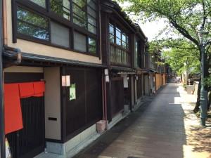 主計町(かずえまち)茶屋街 — 金沢の茶屋・料亭街にはカフェやランチを楽しめる新しいお店が進出中!!