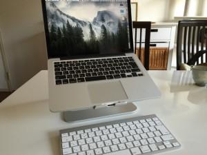 アルミ製のノートパソコン用スタンドを購入! 13インチ MacBook Pro Retinaディスプレイモデルに最適!! [商品レビュー]