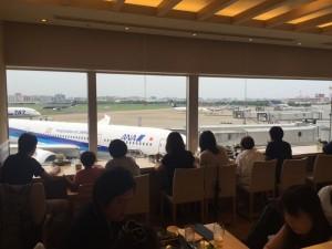 ヨシミ ブルースカイ 福岡空港第2ターミナル内の滑走路しか見えないカフェ・ダイナーで充実の旅を振り返る!! [2015年8月福岡旅行記 vol.23]