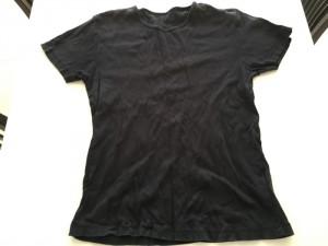 首回りが日焼けしてしまったTシャツを断捨離   [1日1捨 No.39]
