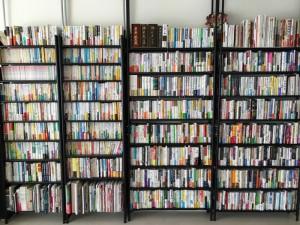 「本棚」の役割の変化 〜「情報革命」による「蔵書」価値の暴落について