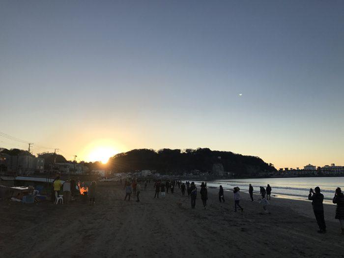 鎌倉で初日の出!西向きの海なので山の向こうから日が昇るけど美しかった!! [鎌倉ライフ]