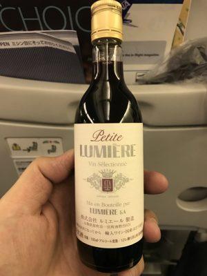 プチ ルミエール 赤(Petite Lumiere)〜 羽田空港で買って空の上で飲んだ180mlの赤ワインは山梨のワインだった!! [Wine]