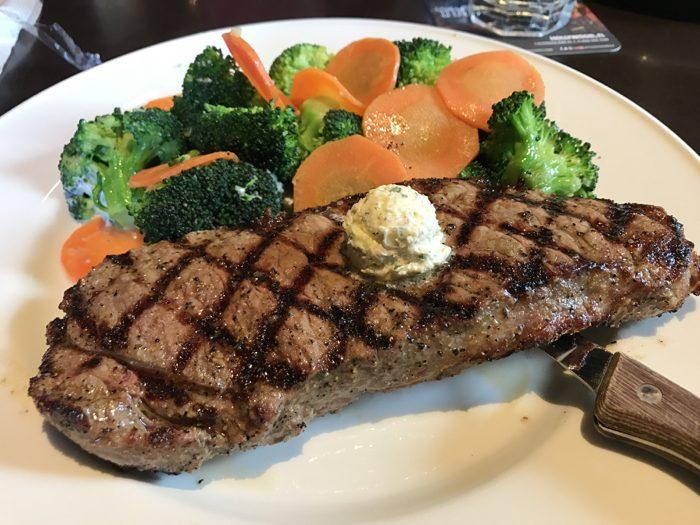 ハードロックカフェ東京 〜 ニューヨークストリップ ステーキ 340gがジューシーで美味い!アメリカンな老舗健在!! [六本木グルメ]