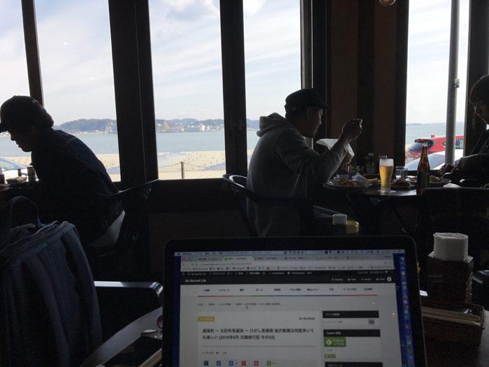 ヴィーナスカフェ(Venus Cafe) 〜 鎌倉 由比ガ浜で40年以上続く老舗ダイナー!!海沿いの特等席は大人気!! [鎌倉グルメ]