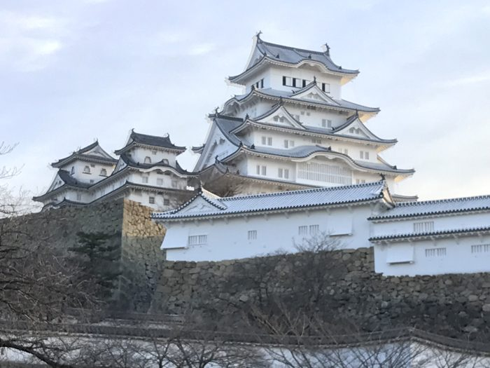 姫路城 〜時間の都合で早朝に外から見ただけだったけど 圧倒的な存在感が凄かった!次回は中に入るぞ!! [姫路観光スポット]
