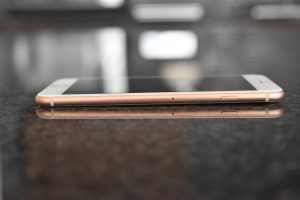 iPhone 8 Plus 256GB ゴールドがやってきた! 美しき背面ガラス筐体は名機 iPhone 4Sを思い出させる!! [iPhone]