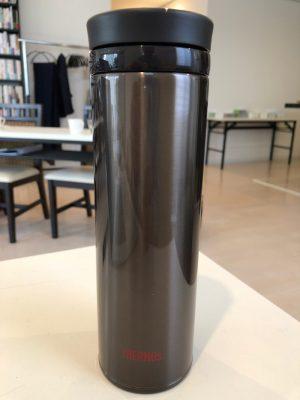 ワンショルダーバッグに良く似合うサーモス水筒を購入!ペットボトルよりずっと良いね!!