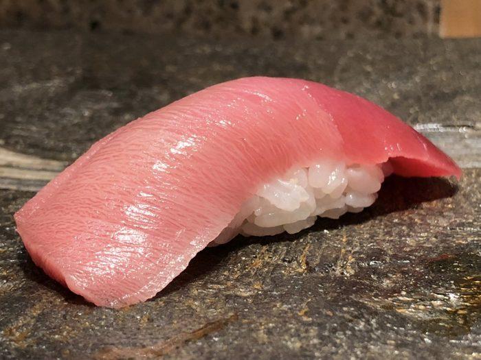 再確認: iPhone X で お寿司写真を寄って美しく撮るには 望遠レンズを使ってズームインすると良い [iPhone]