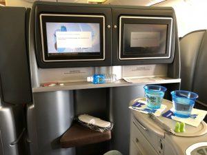 ユナイテッド航空の ボーイング 777-200 フルフラットシートのビジネスクラスが超快適!機内食も美味しくて大満足!! [2017年パラオ旅行記 その9]