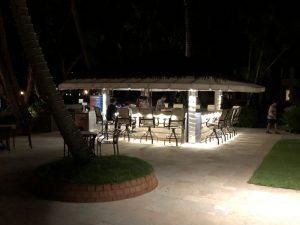 メセキュウ ウォーターホールバー(MESEKIU Waterhole Bar)〜 PPRのプールとビーチ脇にある開放的なバーで到着を祝して乾杯!! [2017年パラオ旅行記 その12]