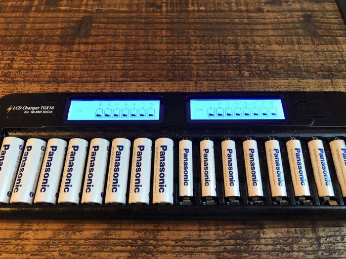 エネループを16本同時に急速充電!ニッケル水素・ニカド充電池専用充電器 TGX16 ブラックが超便利だ!! [商品レビュー]