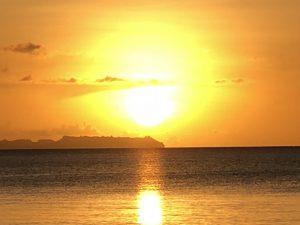 パラオ パシフィック リゾートのプライベートビーチに沈む夕陽はまさにプライスレス!!見られて良かった!! [2017年パラオ旅行記 その35]